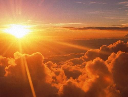 Ragyog-e a világosságunk? című cikk borítóképe