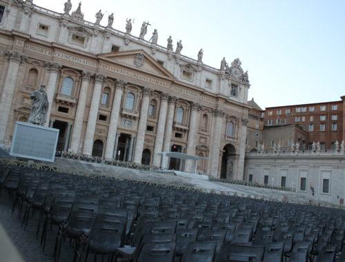 Hallottad már, hogy a Vatikánban… című cikk borítóképe