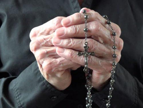 A kötött imák (nem?) csak az öregeknek valók… című cikk borítóképe