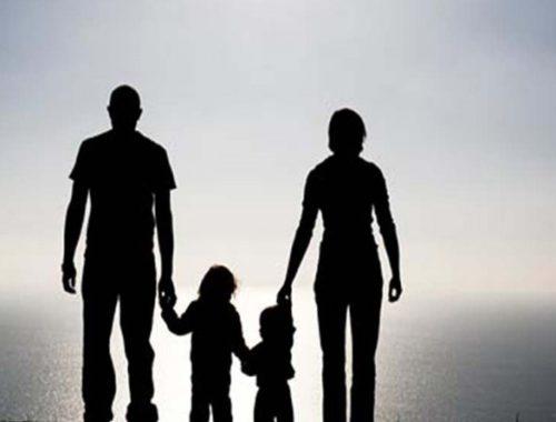 Tiszteld apádat és anyádat című cikk borítóképe