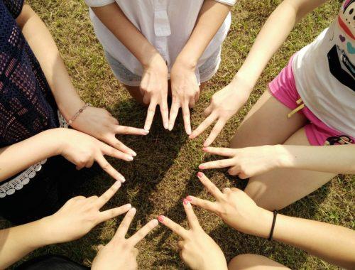 5 érv, hogy elkezdj közösségbe járni című cikk borítóképe