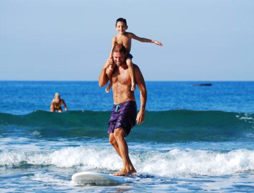 Apa játszik fiával  [Apa-Fia 9. rész] című cikk borítóképe