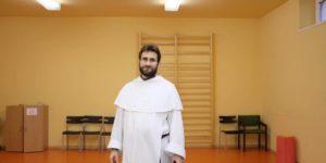 Mit csinál egy domonkos szerzetes a szabadidejében? Interjú Tokodi Lászlóval