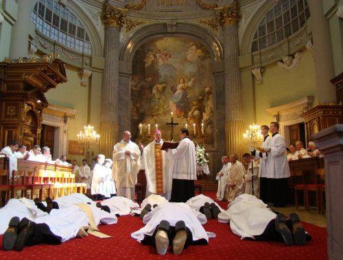 Szakmunkás-e a pap? című cikk borítóképe