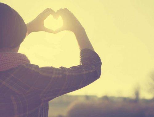 Hogyan legyen boldog távkapcsolatod? című cikk borítóképe