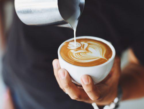 Reggeli kávé – öntsd magadba Isten fegyverzetét című cikk borítóképe
