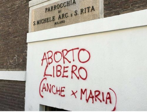 Abortuszpárti felirat került a milánói templom falára, a plébános reakciója azonnal elterjedt a közösségi hálón című cikk borítóképe