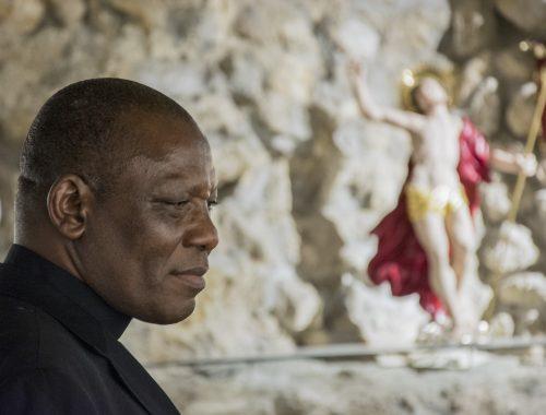 """""""Jézus azt mondta: a Boko Haramnak vége"""" – exkluzív interjú a terror poklából érkező püspökkel című cikk borítóképe"""