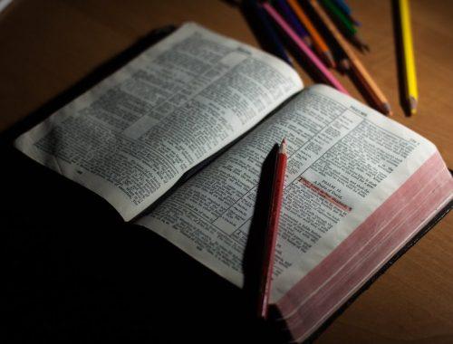 Három bátorító zsoltár című cikk borítóképe