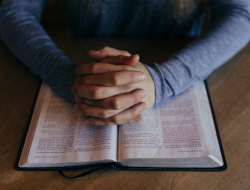 Az engedetlenség imája című cikk borítóképe