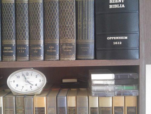 """Ilyen egy """"Old School Biblia"""" című cikk borítóképe"""