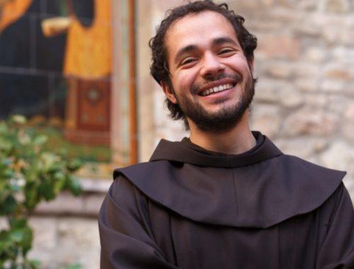 Az angyali hangú ferences szerzetes című cikk borítóképe