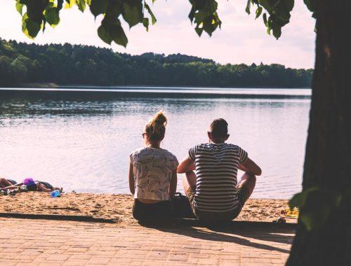 A keresztény lányok túl komolyan veszik a randizást? című cikk borítóképe