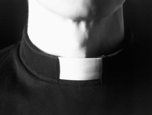 A papi fehér gallér története című cikk borítóképe