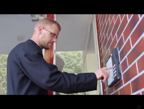 """""""Hol vagytok drága lelkek?"""" – Így látogatja meg a hívőket Hodász András atya – VIDEÓ című cikk borítóképe"""