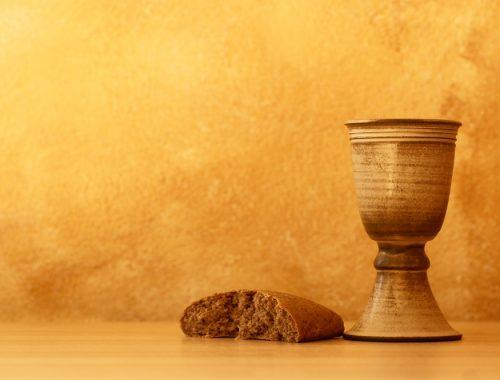 Az oltár szolgálatában című cikk borítóképe