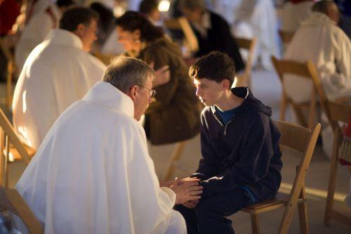 A bűnbánat ünnepe - húsz pap fog gyóntatni a Lehel téren!