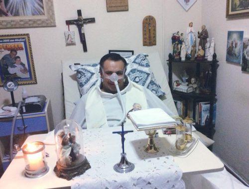 A súlyos beteg pap azt állítja, hogy a mennyországban járt című cikk borítóképe