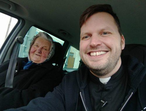 Papkaland a 84 éves mamával – teljes videó! című cikk borítóképe