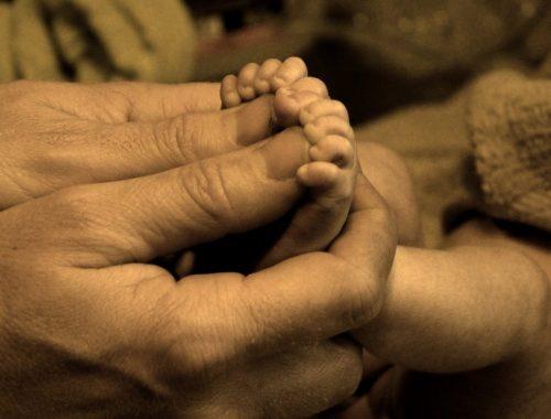 Így éli meg az apaságot egy görögkatolikus pap – VIDEÓ című cikk borítóképe