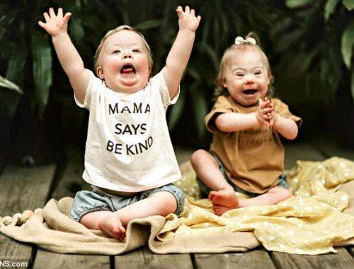 Egy különleges kötelék: két Down-szindrómás kisgyerek gyönyörű barátsága – FOTÓK című cikk borítóképe