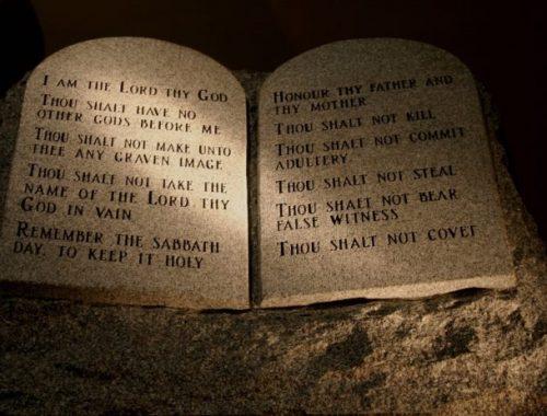 Hát így véd meg a Tízparancsolat a halálos betegségektől című cikk borítóképe