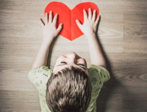"""""""Engedjétek hozzám a kisgyerekeket"""" – 11 gyerekekkel kapcsolatos bibliai történet című cikk borítóképe"""