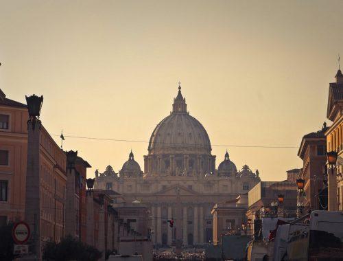Amit a katolikusoktól tanulni lehet című cikk borítóképe