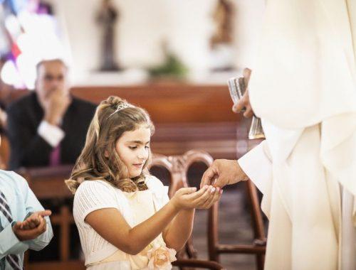 7 tipp, hogy az első szentáldozás valóban szent legyen című cikk borítóképe