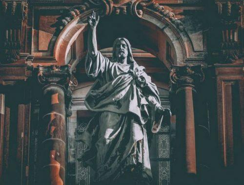 Isten ellen vagy mellette – a középutas dilemma című cikk borítóképe