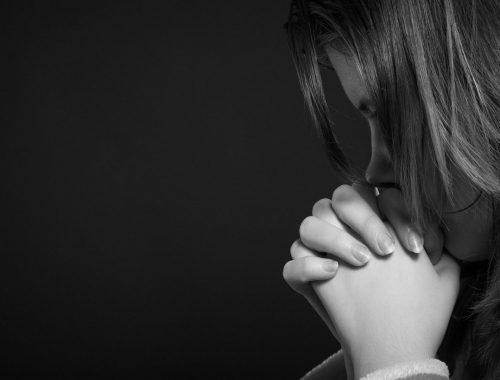 Egy sebzett lány üzenete című cikk borítóképe