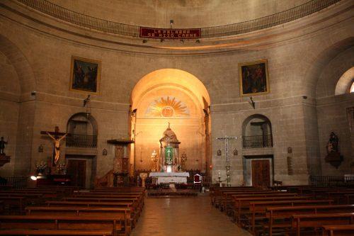 Egyedül volt a templomban az énekesnő - csodás hangjával töltötte be