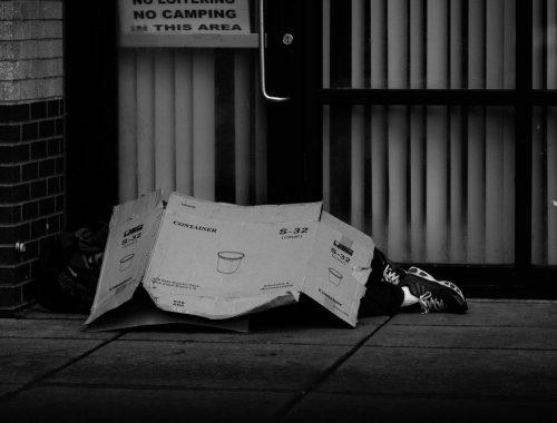 Ne lépjünk át egymáson! – hiánypótló könyv a hajléktalanságról című cikk borítóképe