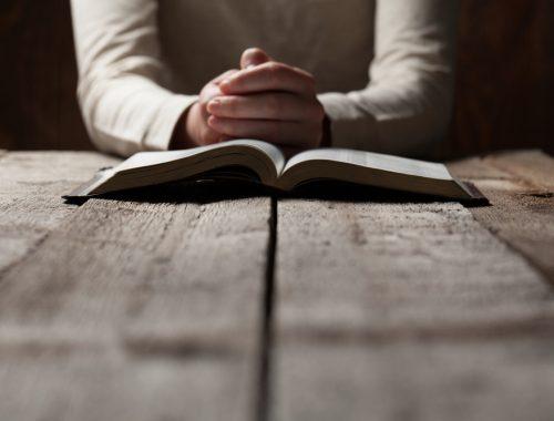 Uram, én próbálok imádkozni… című cikk borítóképe