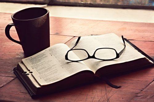 """""""Átölel és küld"""" - Papp Miklós lenyűgöző írása a Szentírásról"""