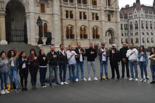 Szívre tett kézzel énekelték a magyar himnuszt libanoni keresztények - VIDEÓ