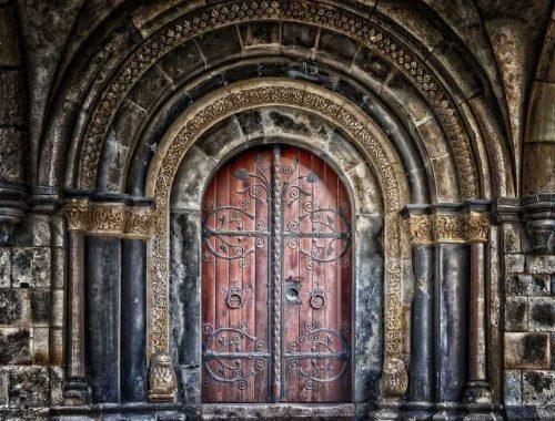 Van élet a zárt ajtókon kívül!