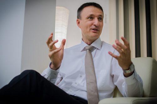 """""""Az Oltáriszentség előtt térdelő és imádkozó férfi a legerősebb ember a világon"""" - Dabóczi Kálmán"""