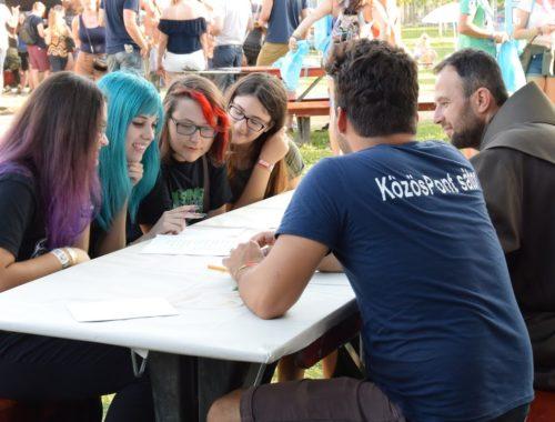 Van, aki az Iron Maiden koncert helyett inkább velük beszélget – bemutatjuk a fesztiválmissziót