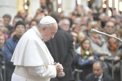 Ferenc pápa elutasította a cölibátus részleges feloldását