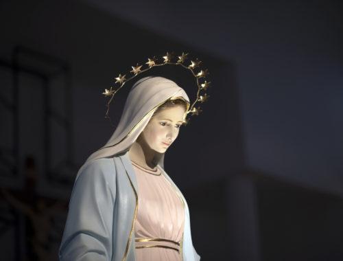 """""""A csodát Isten teszi, Mária közbenjár és kiesdekel"""""""