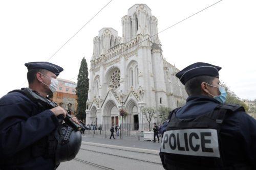 Terrortámadás egy nizzai templomban - 15 órakor megszólalnak Franciaország harangjai